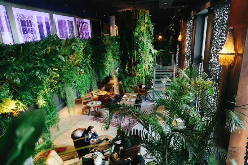 LiliGarden-KubeHotel-plante-stabilisée-mur-vegetal-lustre